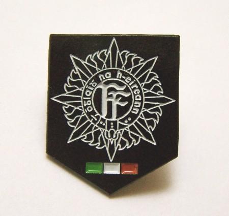 irish army badge 33t